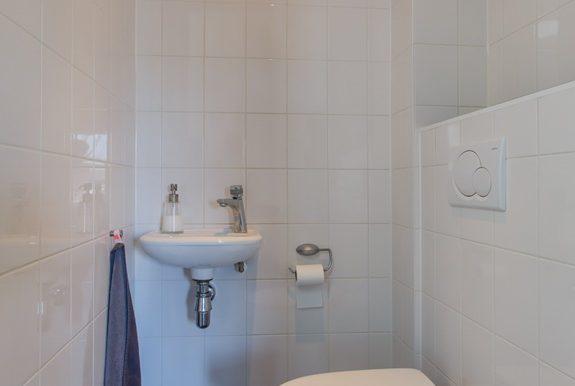09 hal toilet STAAND